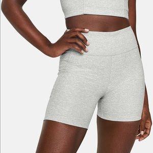 NWT Outdoor Voices Warm-Shorts in Dove Sz Medium